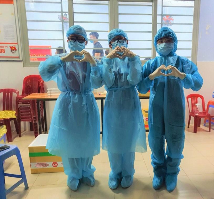Sinh viên Trường ĐH Nguyễn Tất Thành vào điểm nóng dịch Covid-19 tại Quận Gò Vấp