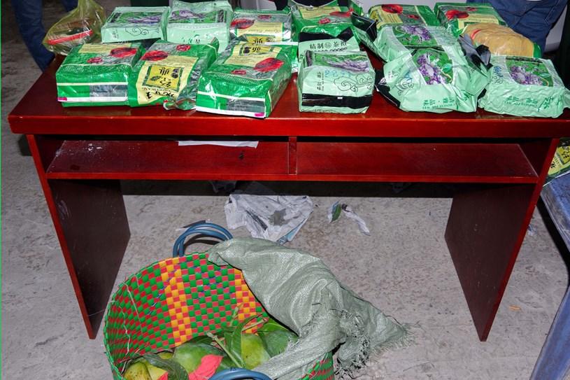 Gần 20 kg ma túy được ngụy trang trong giỏ đựng xoài