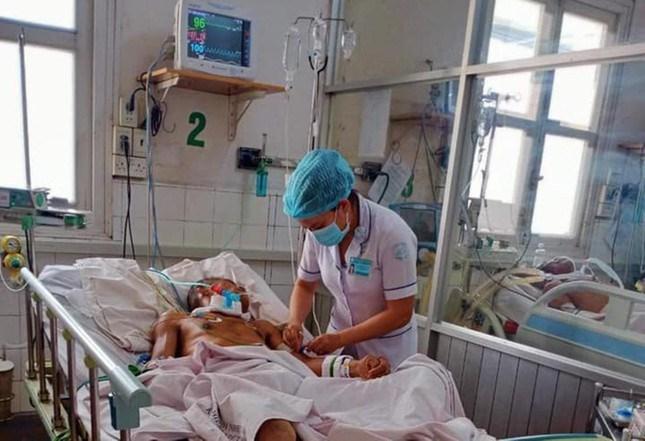 Hiện tại, bệnh viện đang điều trị cho 127 bệnh nhân Covid-19, trong đó có 55 nhân viên y tế của bệnh viện; có 88 bệnh nhân không mắc Covid-19 mà đang điều trị các bệnh như: uốn ván, viêm não, HIV/AIDS, bệnh gan mạn nặng... hiện không thể xuất viện.