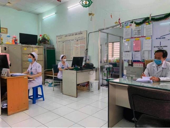 Các bộ phận hậu cần như nhân viên hành chính, công nghệ thông tin... cũng đang duy trì công việc thông suốt và đảm bảo quy tắc phòng chống dịch bệnh.