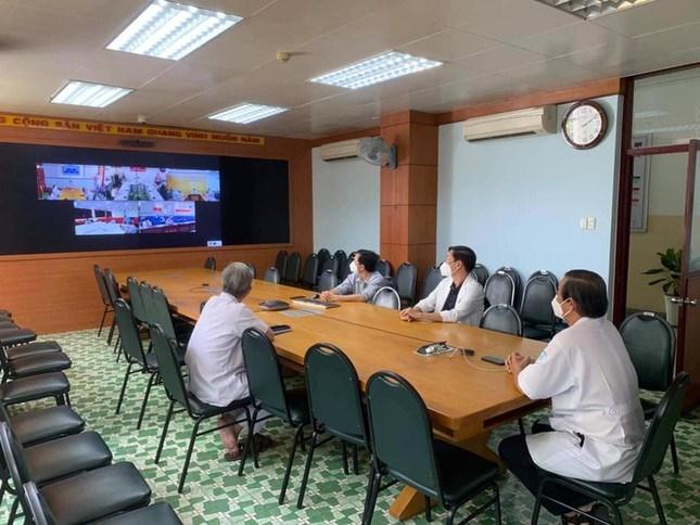 Sau khi tạm phong tỏa, ban lãnh đạo Bệnh viện họp chuyên môn với Sở Y tế TP bằng hình thức trực tuyến
