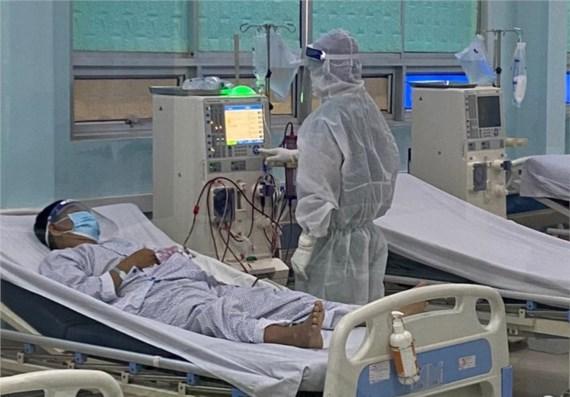 Bệnh nhân mắc Covid-19 đang được chạy thận ngay tại Bệnh viện dã chiến điều trị bệnh nhân Covid-19 Củ Chi