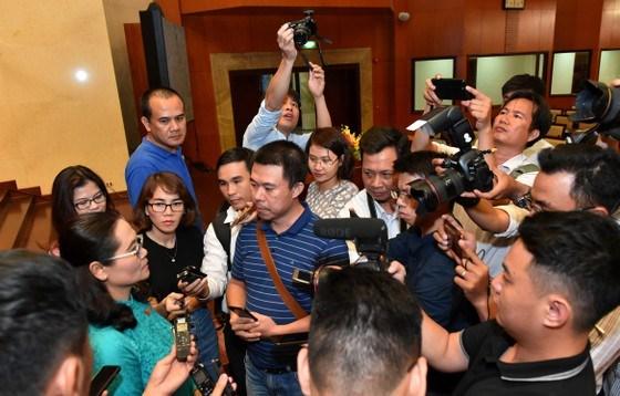 Chủ tịch HĐND TPHCM Nguyễn Thị Lệ trả lời phỏng vấn của các phóng viên. Ảnh: VIỆT DŨNG