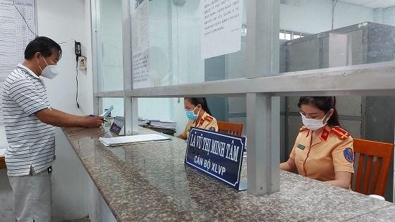 Phòng Cảnh sát giao thông đường bộ - đường sắt (PC08), Công an TPHCM tạm ngưng tiếp nhận hồ sơ đăng ký mới tất cả các phương tiện ở tất cả các điểm đăng ký mới tất cả xe ô tô, xe máy trên địa bàn