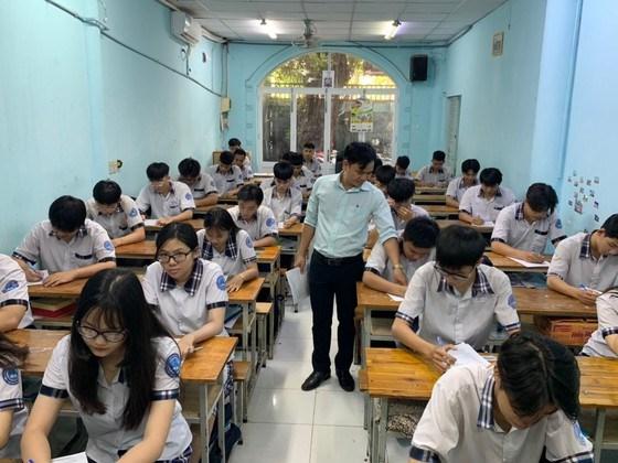 Học sinh Trường THPT Lý Thái Tổ (quận 10) trong một tiết học cuối năm học 2020-2021
