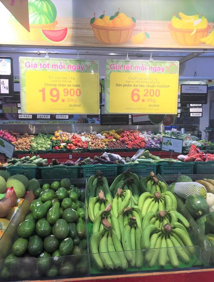 Nhiều loại trái cây tại siêu thị đang có giá tốt