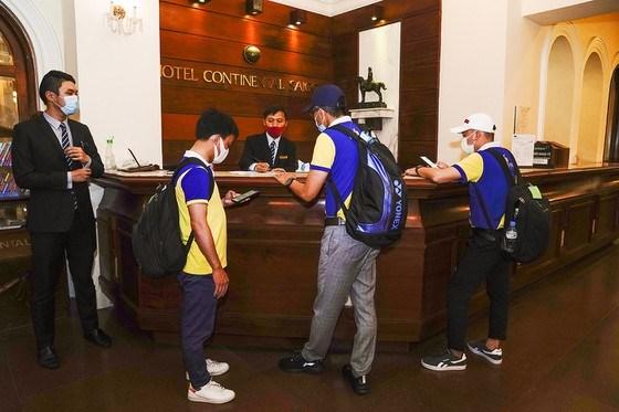 Thủ tục nhận phòng tại khách sạn Continetal khuya 1-7