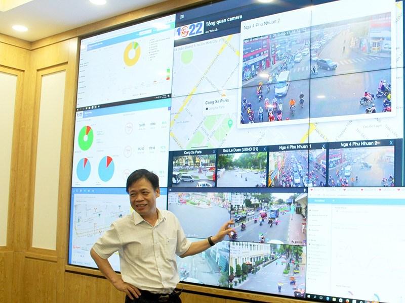 TS Lê Quốc Cường, Phó Giám đốc Sở TT&TT TP.HCM, cho biết Cổng 1022 đã được tích hợp trên hệ thống Trung tâm Điều hành của đô thị thông minh TP. Ảnh: LÊ THOA