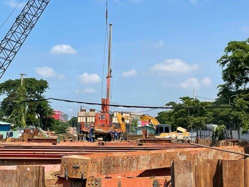 Công nhân vẫn tất bật thi công dự án xây dựng hầm chui Nguyễn Văn Linh - Nguyễn Hữu Thọ