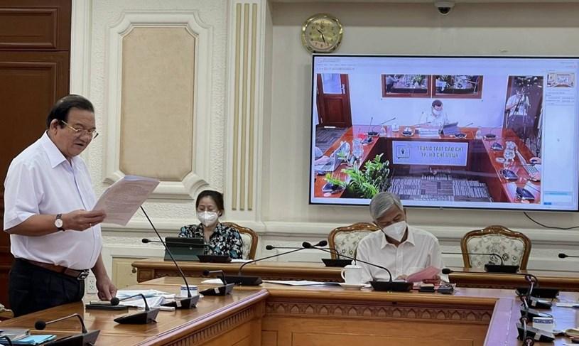 Phó Chủ tịch UBND TP Võ Văn Hoan chủ trì buổi họp báo triển khai gói hỗ trợ lần 2 cho người lao động bị ảnh hưởng bởi COVID-19. Ảnh: Báo Thanh Niên
