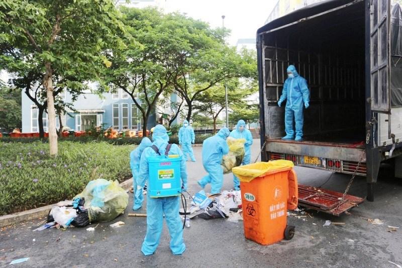 Sở TN&MT giao cho CITENCO tổ chức thu gom và xử lý rác trong khu cách ly. Ảnh: CT