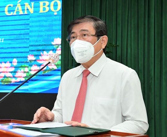 Chủ tịch UBND TPHCM Nguyễn Thành Phong phát biểu nhận nhiệm vụ trong nhiệm kỳ mới. Ảnh: VIỆT DŨNG