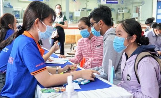 Thí sinh đăng ký xét tuyển học bạ THPT tại Trường ĐH Nguyễn Tất Thành