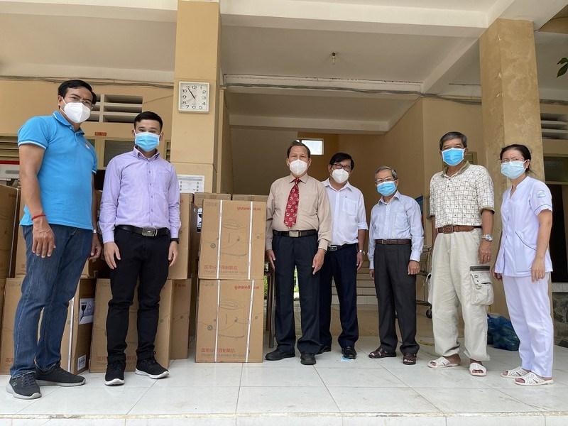 Chuyển máy cung cấp oxy đến BVBệnh viện dã chiến thu dung diều trị bệnh COVID-19 số 1