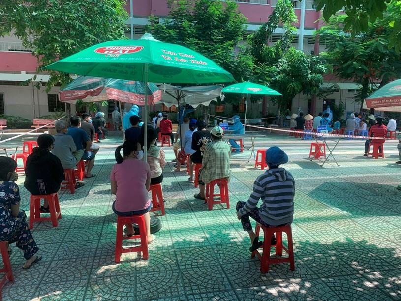 Tổ chức lấy mẫu xét nghiệm tầm soát COVID-19 cộng đồng tại quận Phú Nhuận (Trung tâm Y tế quận Phú Nhuận)