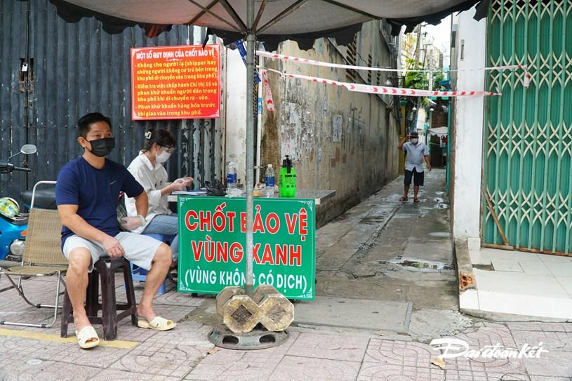 Một chốt bảo vệ khác trên đường Nguyễn Đình Chiểu, những chốt ngày do chính người dân thay phiên nhau trực chốt.