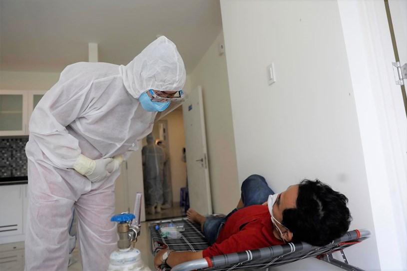 Bác sĩ tại Bệnh viện dã chiến điều trị Covid-19 số 6. Ảnh: LIÊN ANH