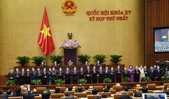 Các thành viên Chính phủ nhiệm kỳ mới ra mắt Quốc hội chiều 28-7. Ảnh: VIẾT CHUNG