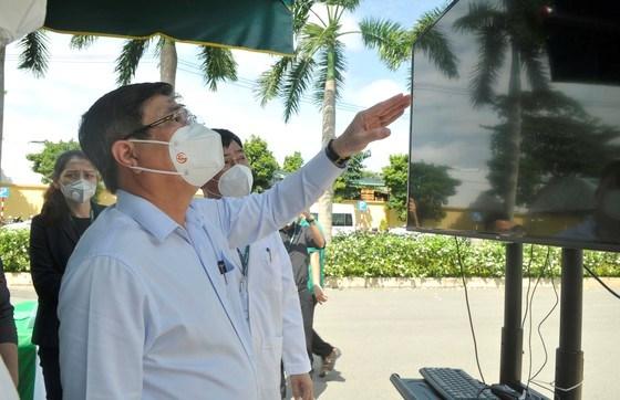 Chủ tịch UBND TPHCM Nguyễn Thành Phong tại lễ ra mắtBệnh viện điều trị Covid-19 Hoàn Mỹ Thủ Đức. Ảnh: CAO THĂNG
