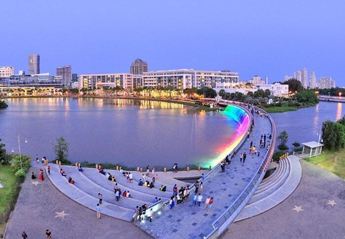 Cầu Ánh sao, quận 7, điểm hẹn sinh hoạt cuối tuần của người dân TP HCM. Ảnh: Ban Tổ chức cung cấp