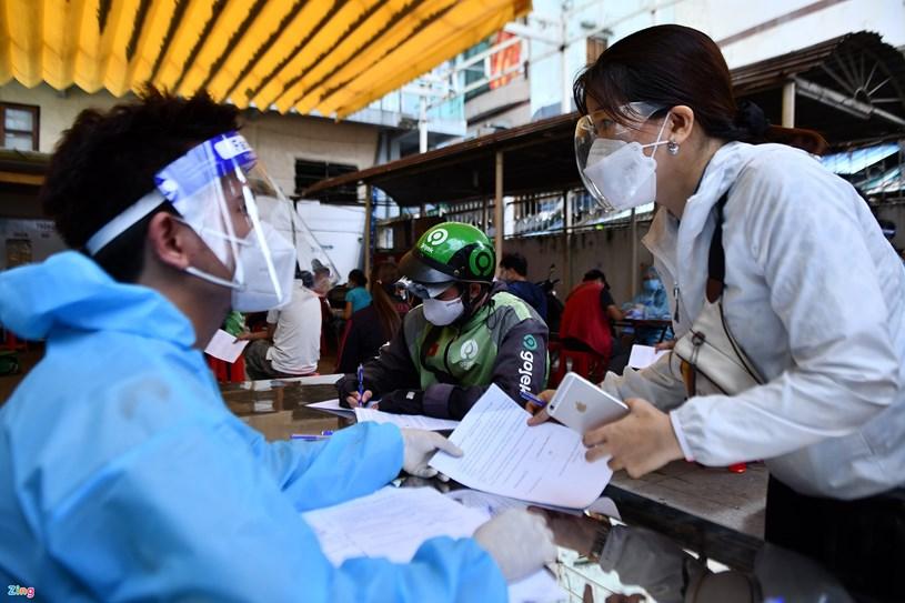TP.HCM bắt đầu đợt tiêm vaccine thứ 6 từ 3/8 và dự kiến kéo dài đến hết tháng 8. Ảnh:Phạm Ngôn.