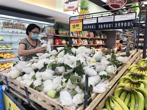 Nhiều mặt hàng nông sản Việt có giá bán khuyến mãi bày bán tại siêu thị Thành phố Hồ Chí Minh. (Ảnh: Mỹ Phương/TTXVN)