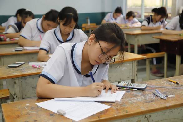 Học sinh lớp 9 ở TPHCM thi thử vào lớp 10 thời kỳ chưa giãn cách - Ảnh: NHƯ HÙNG