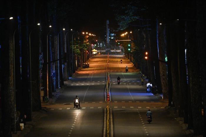 TP.HCM thắt chặt kiểm soát người ra đường sau 18h từ ngày 24/7. Ảnh: Thuận Thắng.