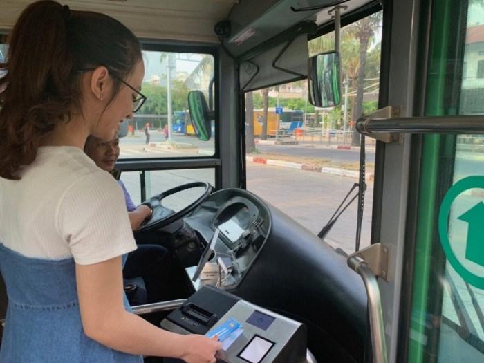 TP.HCM thí điểm dùng thẻ thanh toán điện tử trên tuyến xe buýt số 86.