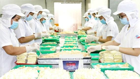 Hàng thiết yếu được Saigon Co.op duy trì ổn định, dồi dào, đảm bảo cung ứng cho người dân
