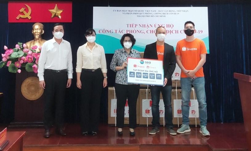 Tập đoàn Sea (Shopee và Garena Việt Nam) trao tặng trang thiết bị y tế chuyên dụng phục vụ cho công tác phòng, chống dịch COVID-19