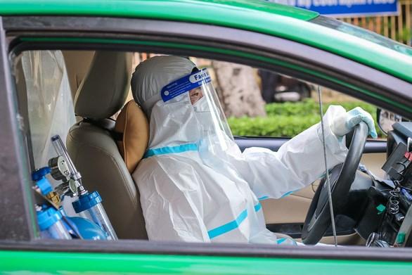 Xe taxi Tập đoàn Mai Linh được chuyển đổi công năng thành xe taxi cấp cứu - Ảnh: CHÂU TUẤN