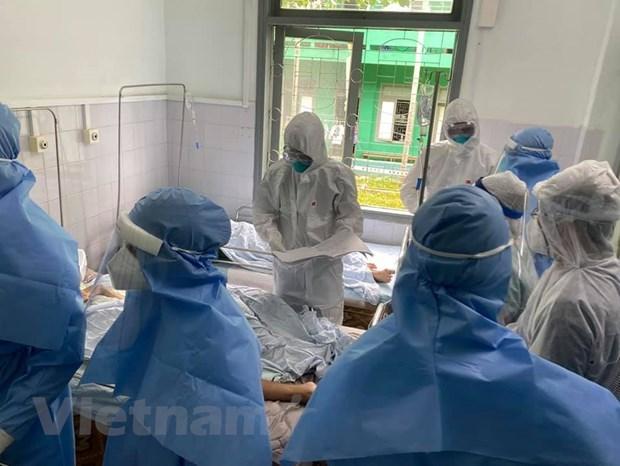 Các bác sỹ điều trị cho bệnh nhân mắc COVID-19 tại Bệnh viện đa khoa khu vực miền núi phía Bắc, Quảng Nam. (Ảnh: Bác sỹ Lương Quốc Chính cung cấp)