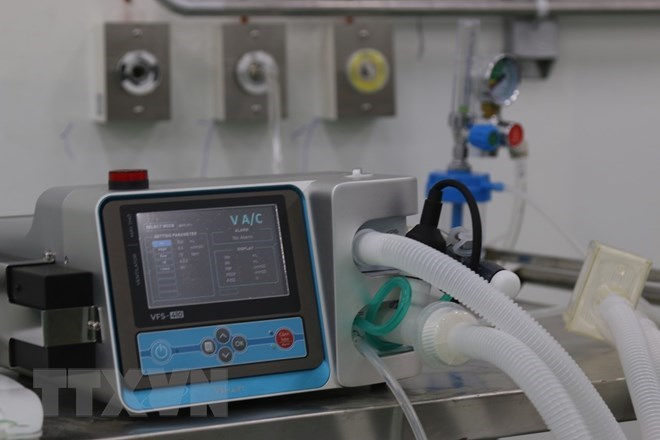 Thiết bị máy móc y tế điều trị bệnh nhân COVID-19 tại Trung tâm hồi sức tích cực, Bệnh viện dã chiến số 14. (Ảnh: Xuân Tình/TTXVN)