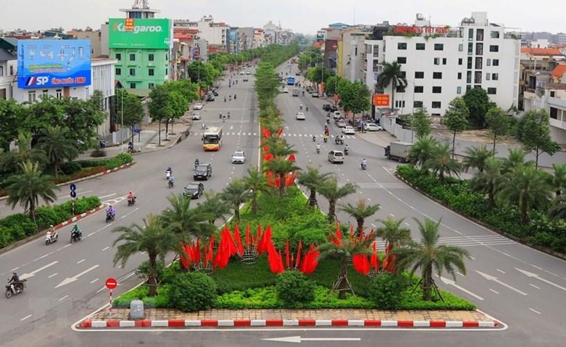 Trên khắp phố, phường của Thủ đô Hà Nội được trang hoàng rực rỡ cờ, hoa, băngrôn, ápphích…chào mừng 75 năm Quốc khánh nước Cộng hòa xã hội chủ nghĩa Việt Nam. (Ảnh: Thành Đạt/TTXVN)