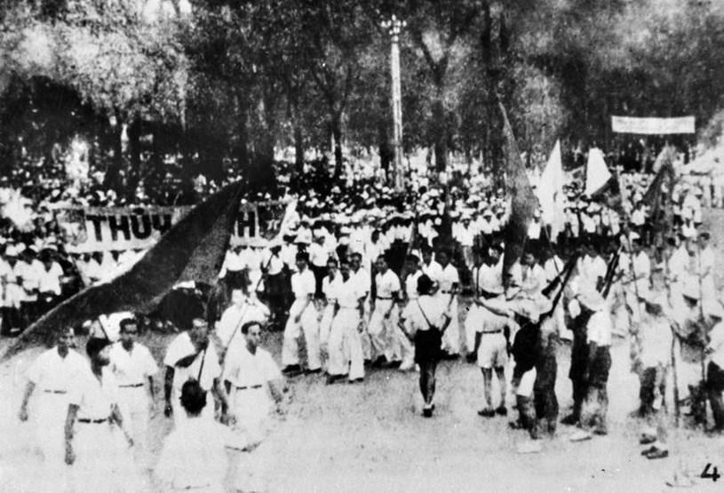Đồng bào Sài Gòn hưởng ứng Lời kêu gọi Tổng khởi nghĩa của Trung ương Đảng và Chủ tịch Hồ Chí Minh. (Ảnh: Tư liệu/TTXVN phát)