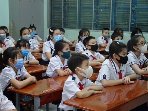 Học sinh tiểu học trên địa bàn TPHCM trong một tiết học cuối năm học 2020-2021