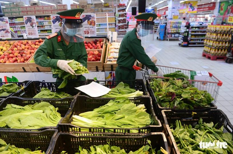 Hàng hóa tại siêu thị khá đa dạng, và được trưng bày rõ ràng giúp lực lượng đi chợ hộ dễ dàng lựa chọn