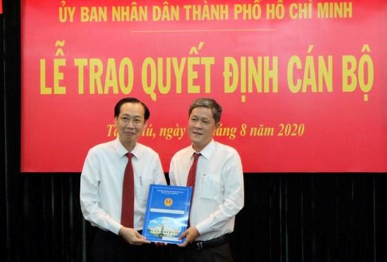 Đồng chí Nguyễn Công Chánh nhận quyết định Phó Chủ tịch UBND quận Tân Phú