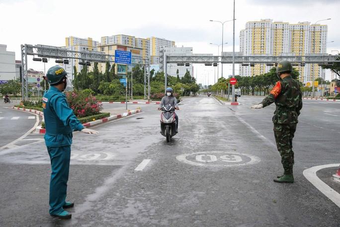 Tại chốt kiểm soát trên đường Võ Văn Kiệt ( quận Bình Tân, TP HCM) cũng không xảy ra tình trạng ùn ứ