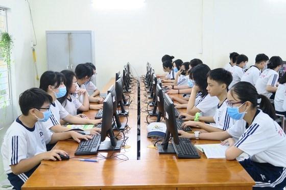 Trường học không tổ chức dạy học trực tuyến 2 buổi/ngày trong 2 tuần lễ đầu năm học. Ảnh minh họa chụp trước khi dịch Covid-19 diễn biến phức tạp