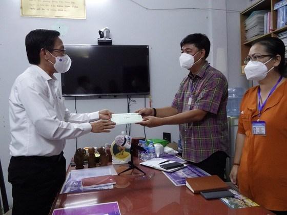 Đồng chí Phan Văn Mãi thăm và động viên phường 14, quận 8, chiều 1-9
