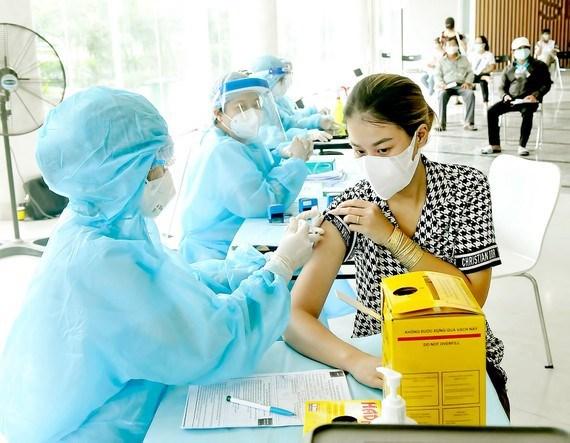 Quận đầu tiên ở TPHCM công bố kiểm soát được dịch Covid-19 - Ảnh 1