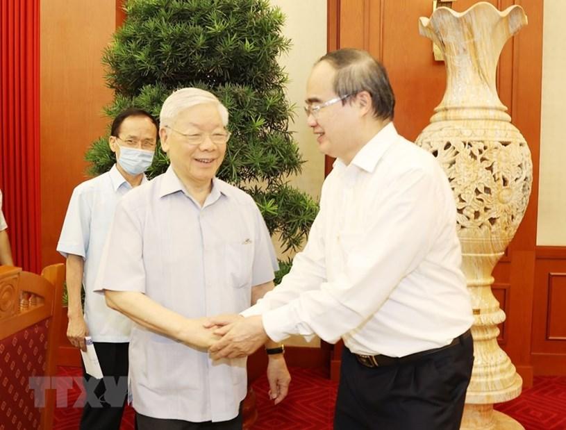 Tổng Bí thư, Chủ tịch nước Nguyễn Phú Trọng với ông Nguyễn Thiện Nhân, Ủy viên Bộ Chính trị, Bí thư Thành ủy Thành phố Hồ Chí Minh.(Ảnh: Trí Dũng/TTXVN)