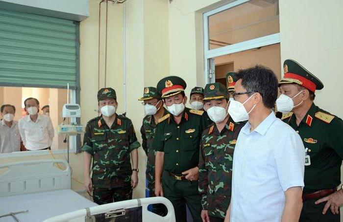 Phó Thủ tướng Vũ Đức Đam cùng lãnh đạo TP HCM và các Bộ, ngành kiểm tra tại Bệnh viện dã chiến truyền nhiễm số 5G trước khi đi vào hoạt động
