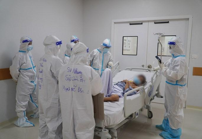 Điều trị bệnh nhân nặng và nguy kịch tại Bệnh viện Hồi sức Covid-19 tại TP. Thủ Đức (Ảnh: Bệnh viện cung cấp)