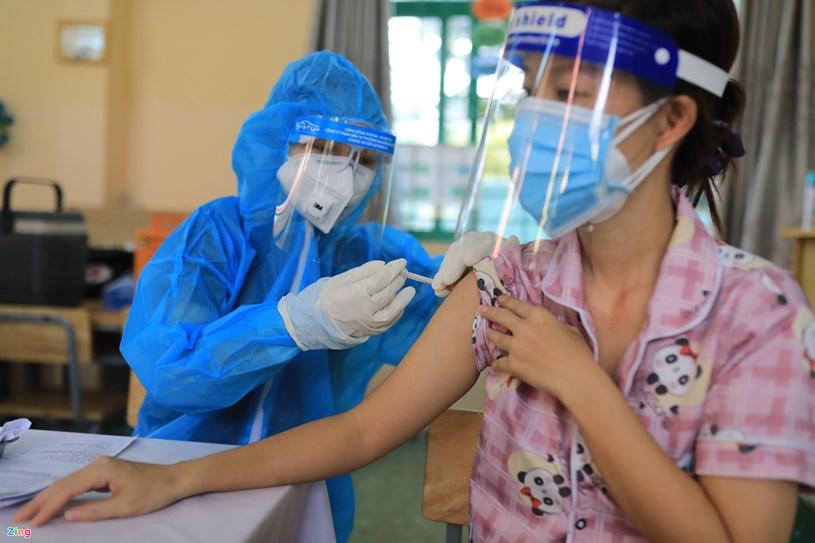 TP Hải Phòng có kế hoạch xem xét phương án ưu tiên về đi lại đối với những người đã được tiêm đủ 2 mũi vaccine. Ảnh: Quỳnh Danh.