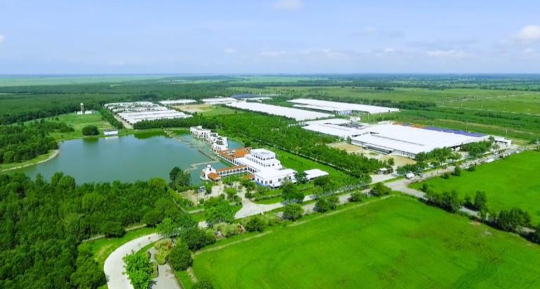 Vinamilk sở hữu hệ thống nhà máy quy mô lớn với công nghệ hiện đại, vận hành theo các tiêu chuẩn quốc tế