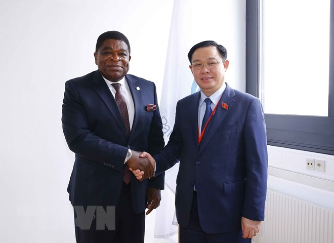 Chủ tịch Quốc hội Vương Đình Huệ gặp Tổng Thư ký IPU Martin Chungoong.(Ảnh: Doãn Tấn/TTXVN)