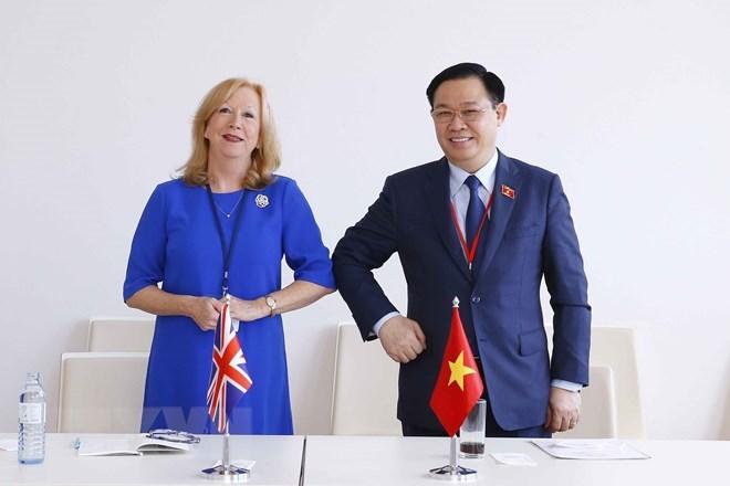 Chủ tịch Quốc hội Vương Đình Huệ tiếp Phó Chủ tịch Thượng viện Anh Eleanor Laing.(Ảnh: Doãn Tấn/TTXVN)